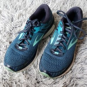 Brooks womans adrenaline 18 GTS running shoe